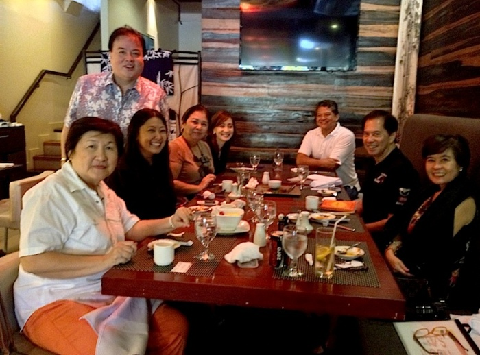 With Moonysan (standing) and (left) Micky Fenix, Maricris Encarnacion and Nina Daza Puyat + (right) Mary Ann Quioc (aka Claude Tayag's Darleng), Sandy Daza and Claude Tayag