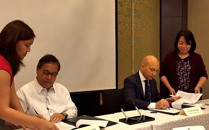Sec. Mon Jimenez and Minister Jaime Garcia-Legaz of Spain sign the Memorandum of Understanding for Madrid Fusion Manila 2016