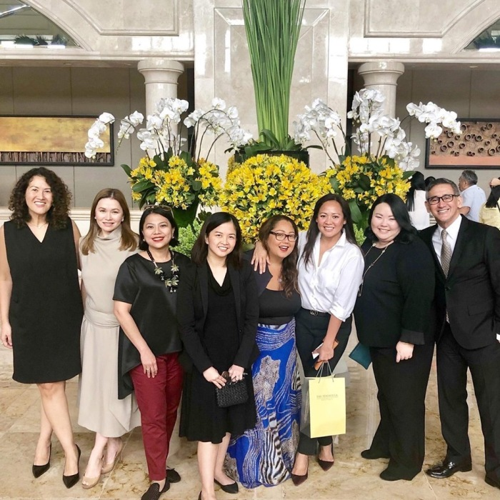 he Makati communication directors squad: (L-R) Bess Howe, PR Director, Holiday Inn & Suites; Monique Toda, Communications Director, Raffles & Fairmont, Patti Javier, Communications Director, Shangrila Makati, Claire Hernandez, E-Commerce Manager, Peninsula Manila, Margaux Hontiveros, incoming Marketing Communications Director, Raffles Cambodia and former Communications Director of Primea; Shariza Relova, MarComm Director, Dusit Thani; Grace Lim and Mariano Garchitorena, PR Director of Peninsula Manila.